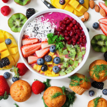 smoothie-bowl-with-colorful-fruits