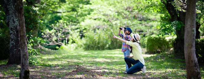 mother pointing to bird with son